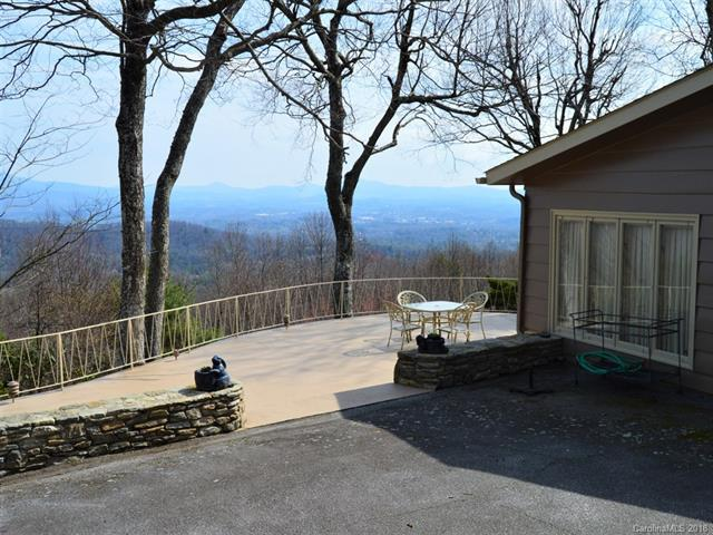 277 Tower Circle, Hendersonville, NC 28739 (#3376404) :: The Andy Bovender Team