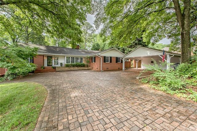 926 Queen Charlottes Court, Charlotte, NC 28211 (#3390465) :: Team Southline