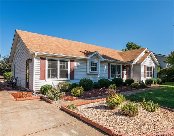 16536 Glenfurness Drive, Huntersville, NC 28078 (#3432592) :: Rinehart Realty