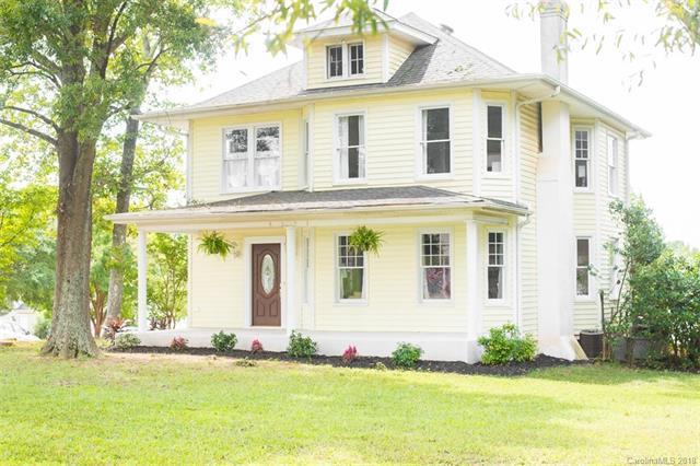 4131 Gibbon Road, Charlotte, NC 28269 (#3434545) :: LePage Johnson Realty Group, LLC
