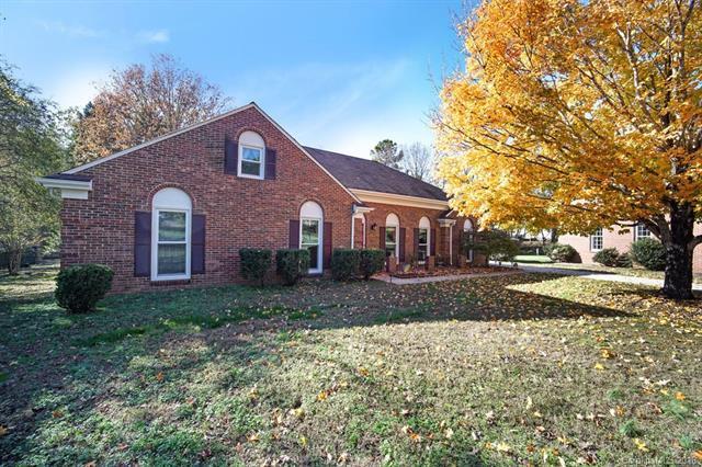 9424 Wood Ridge Drive, Charlotte, NC 28277 (#3448534) :: Exit Mountain Realty