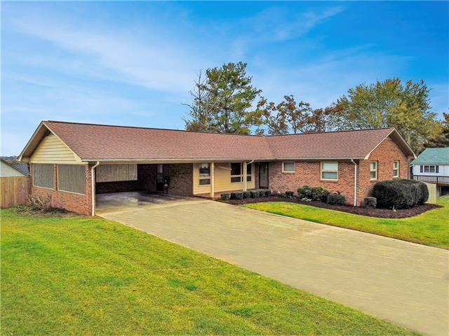 1751 33rd Street Drive, Hickory, NC 28602 (#3451273) :: Exit Mountain Realty