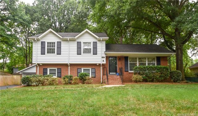 6607 Castlegate Drive, Charlotte, NC 28226 (#3514159) :: Robert Greene Real Estate, Inc.