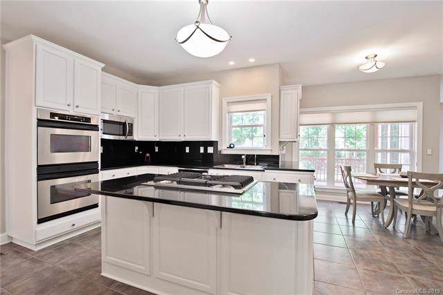 14006 Harvington Drive, Huntersville, NC 28078 (#3527096) :: MartinGroup Properties