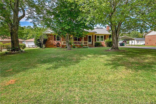 212 Moorefield Drive, Matthews, NC 28104 (#3546978) :: High Performance Real Estate Advisors