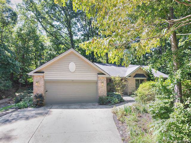 106 Oak Hollow Court, Asheville, NC 28805 (#3549311) :: Rinehart Realty