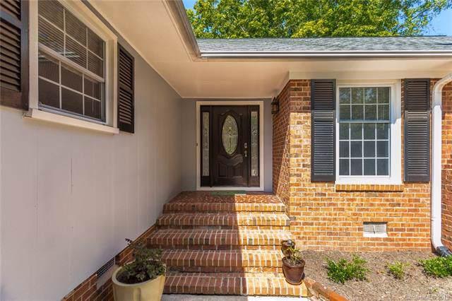 6060 Old Providence Road, Charlotte, NC 28226 (#3551588) :: Robert Greene Real Estate, Inc.