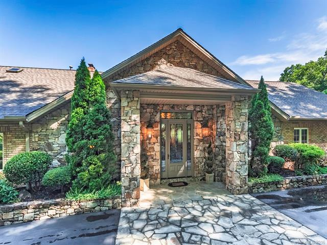622 Sabine Drive, Hendersonville, NC 28739 (#3197055) :: Exit Mountain Realty