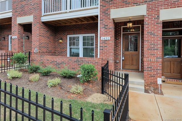 1432 W 4th Street #27, Charlotte, NC 28208 (#3413975) :: The Premier Team at RE/MAX Executive Realty