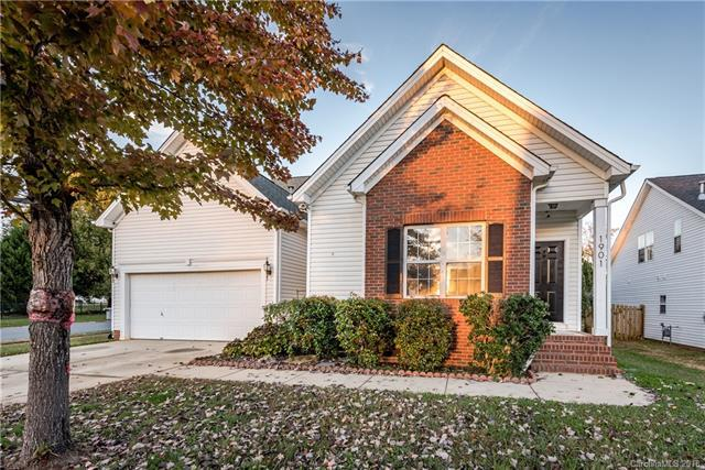 1901 Conifer Circle, Charlotte, NC 28213 (#3436310) :: Exit Mountain Realty