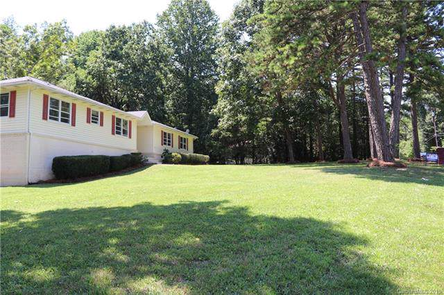 4020 Lake Road, Charlotte, NC 28269 (#3538883) :: LePage Johnson Realty Group, LLC