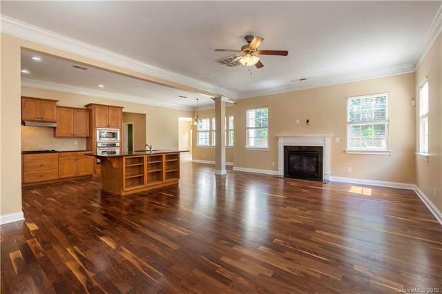 8131 Cottsbrooke Drive, Huntersville, NC 28078 (#3548703) :: MartinGroup Properties