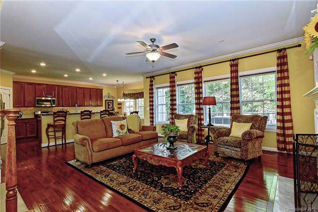 7643 Horseshoe Creek Drive, Huntersville, NC 28078 (#3537928) :: MartinGroup Properties
