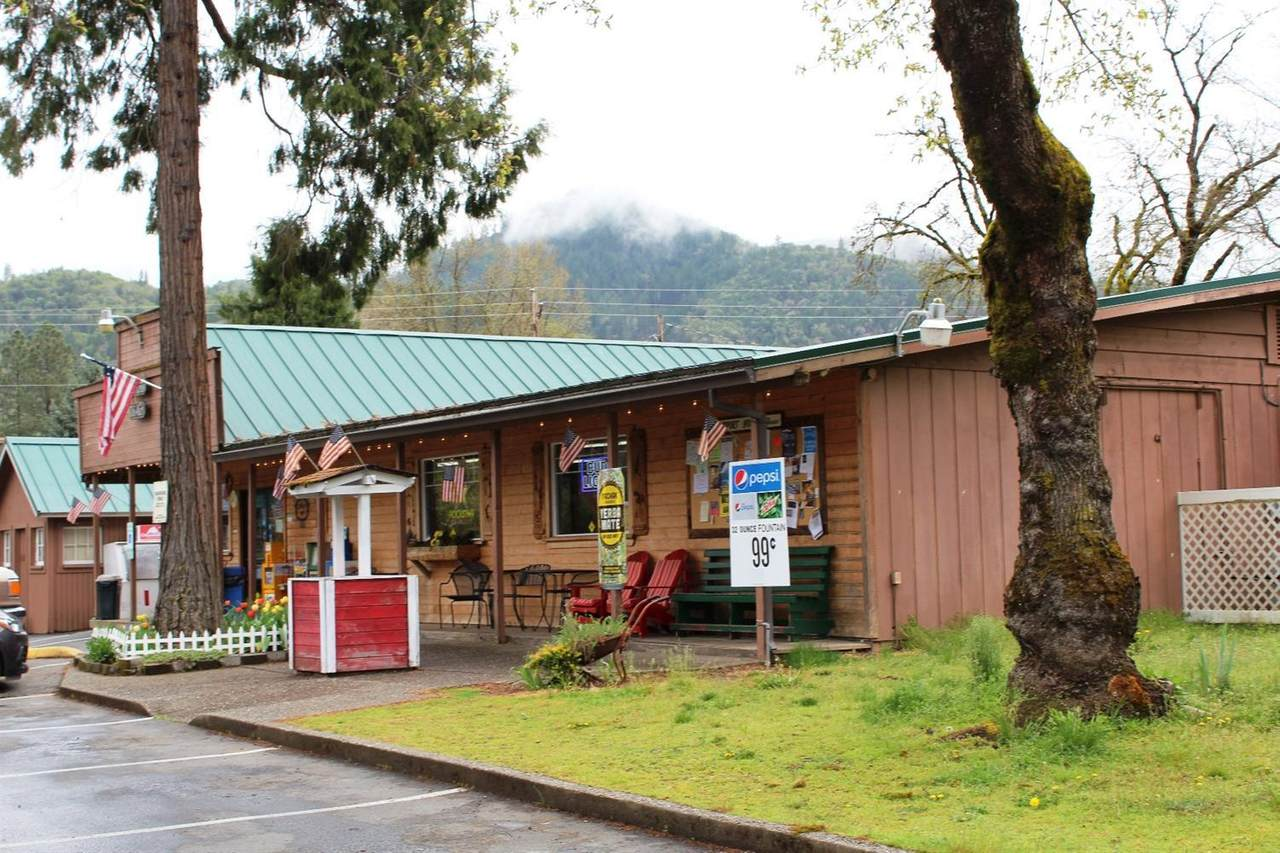 3175 Rogue River Highway - Photo 1