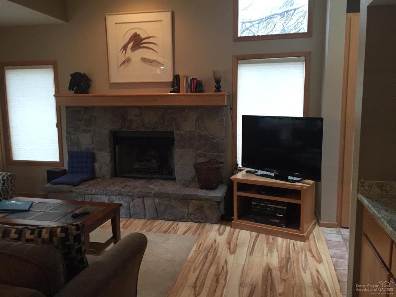 57407 NW Beaver Ridge Loop 44D1, Sunriver, OR 97707 (MLS #201602624) :: Birtola Garmyn High Desert Realty