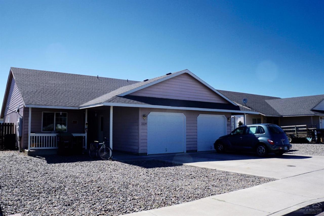 2229 NE Yellowpine Road, Prineville, OR 97754 (MLS #201607208) :: Birtola Garmyn High Desert Realty