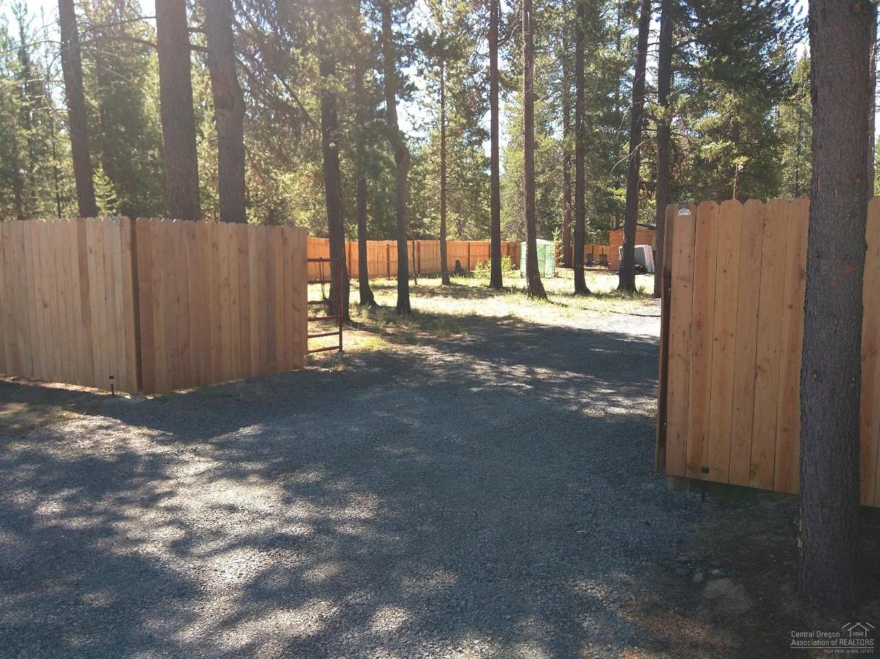 16137 Snowberry Lane, La Pine, OR 97739 (MLS #201607292) :: Birtola Garmyn High Desert Realty