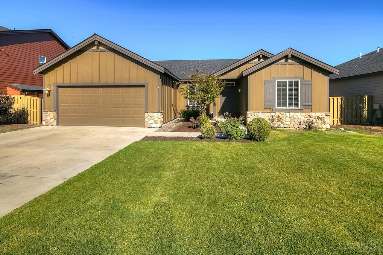 2793 SW 50th Street, Redmond, OR 97756 (MLS #201608363) :: Birtola Garmyn High Desert Realty