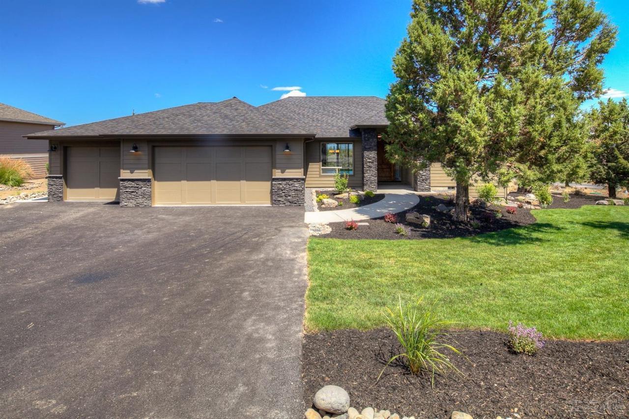 10043 Juniper Glen Circle, Redmond, OR 97756 (MLS #201608605) :: Birtola Garmyn High Desert Realty