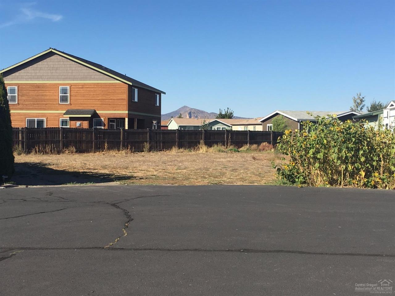 751 NE Navaho Court, Redmond, OR 97756 (MLS #201608712) :: Birtola Garmyn High Desert Realty