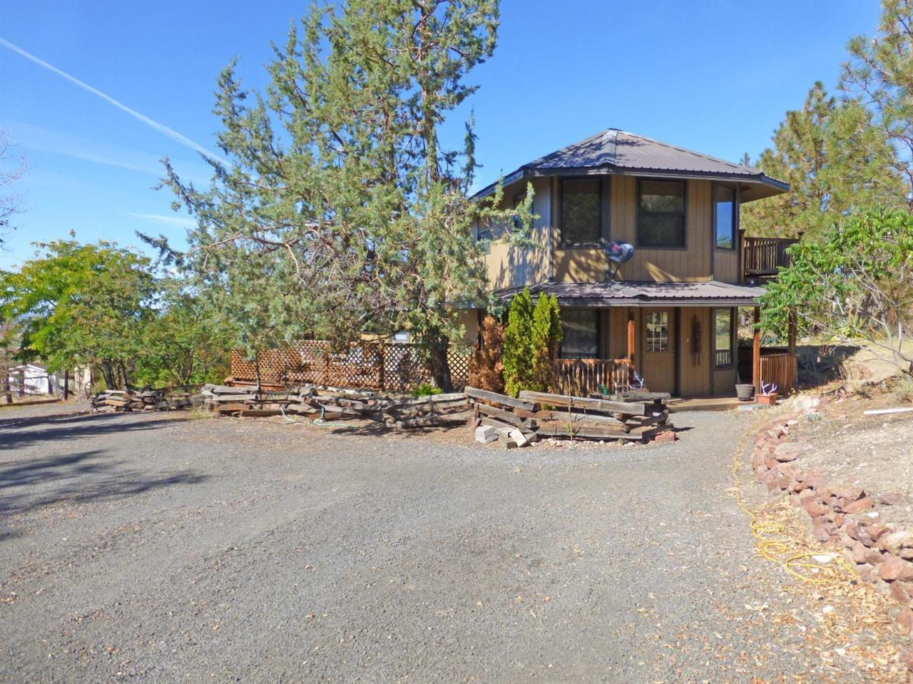 4404 SW Smith Lane, Culver, OR 97734 (MLS #201609181) :: Birtola Garmyn High Desert Realty