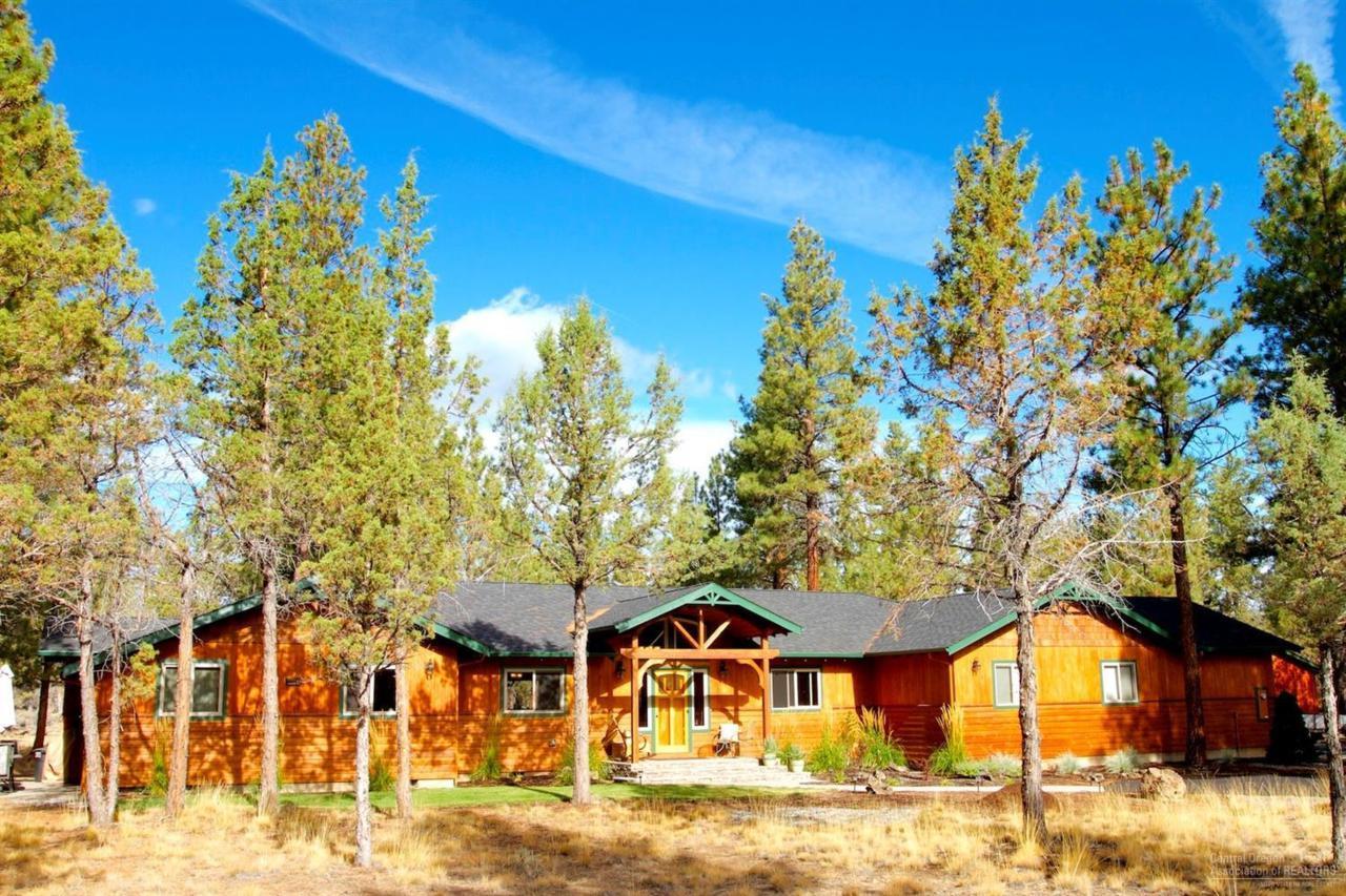 70211 Mustang Drive, Sisters, OR 97759 (MLS #201609505) :: Birtola Garmyn High Desert Realty