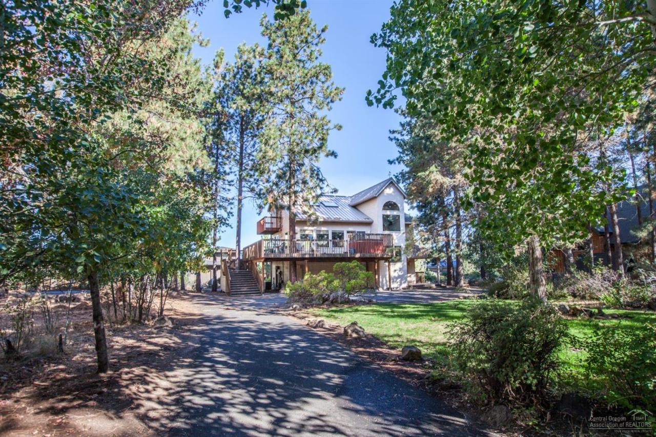 19432 Kemple Drive, Bend, OR 97702 (MLS #201609544) :: Birtola Garmyn High Desert Realty