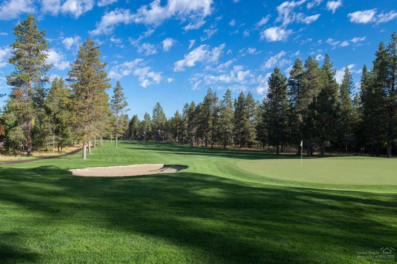 57704 Vine Maple Lane, Sunriver, OR 97707 (MLS #201609567) :: Birtola Garmyn High Desert Realty