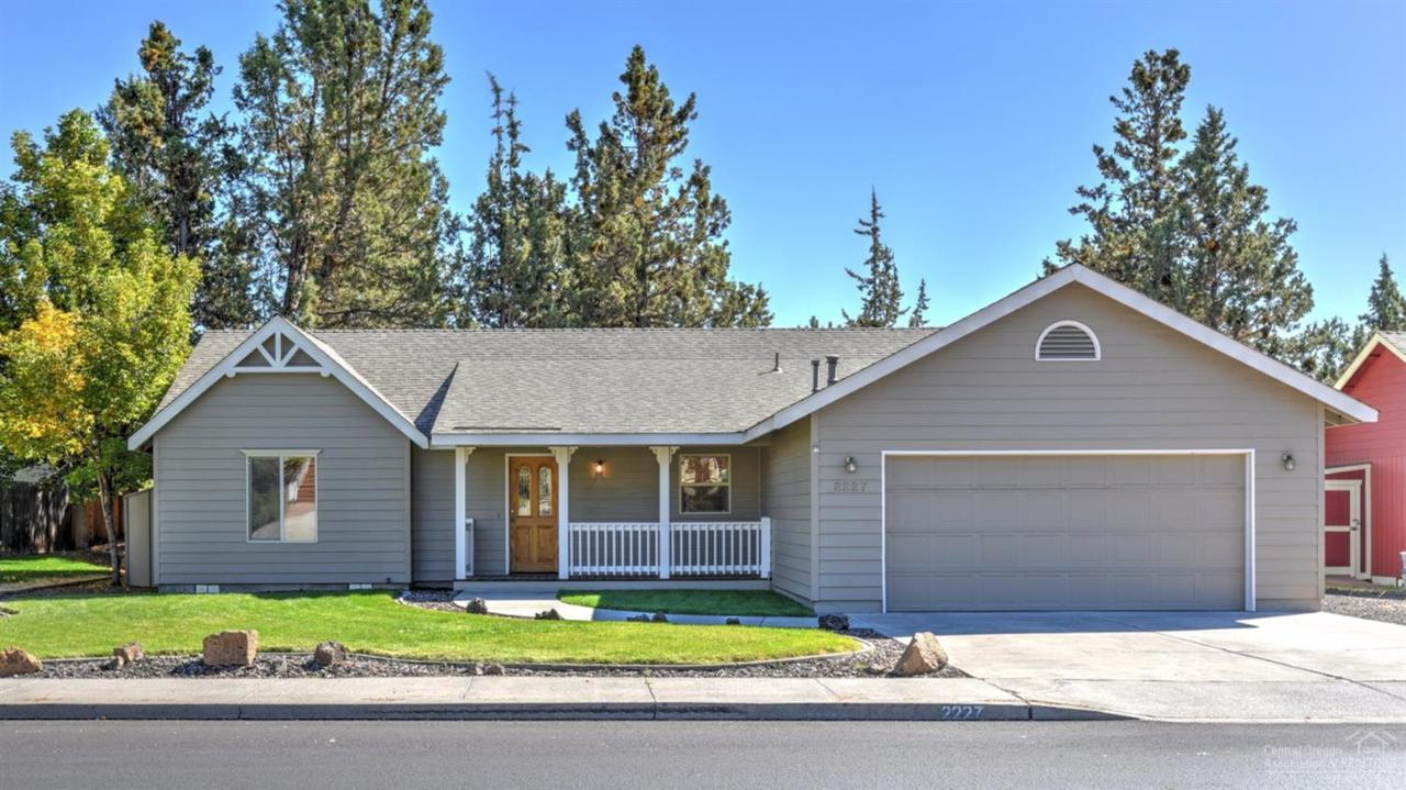 2227 NE Wells Acres Road, Bend, OR 97701 (MLS #201609642) :: Birtola Garmyn High Desert Realty