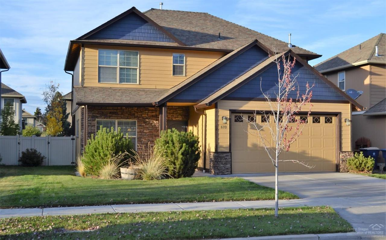 670 SE Glencoe Place, Bend, OR 97702 (MLS #201609811) :: Birtola Garmyn High Desert Realty