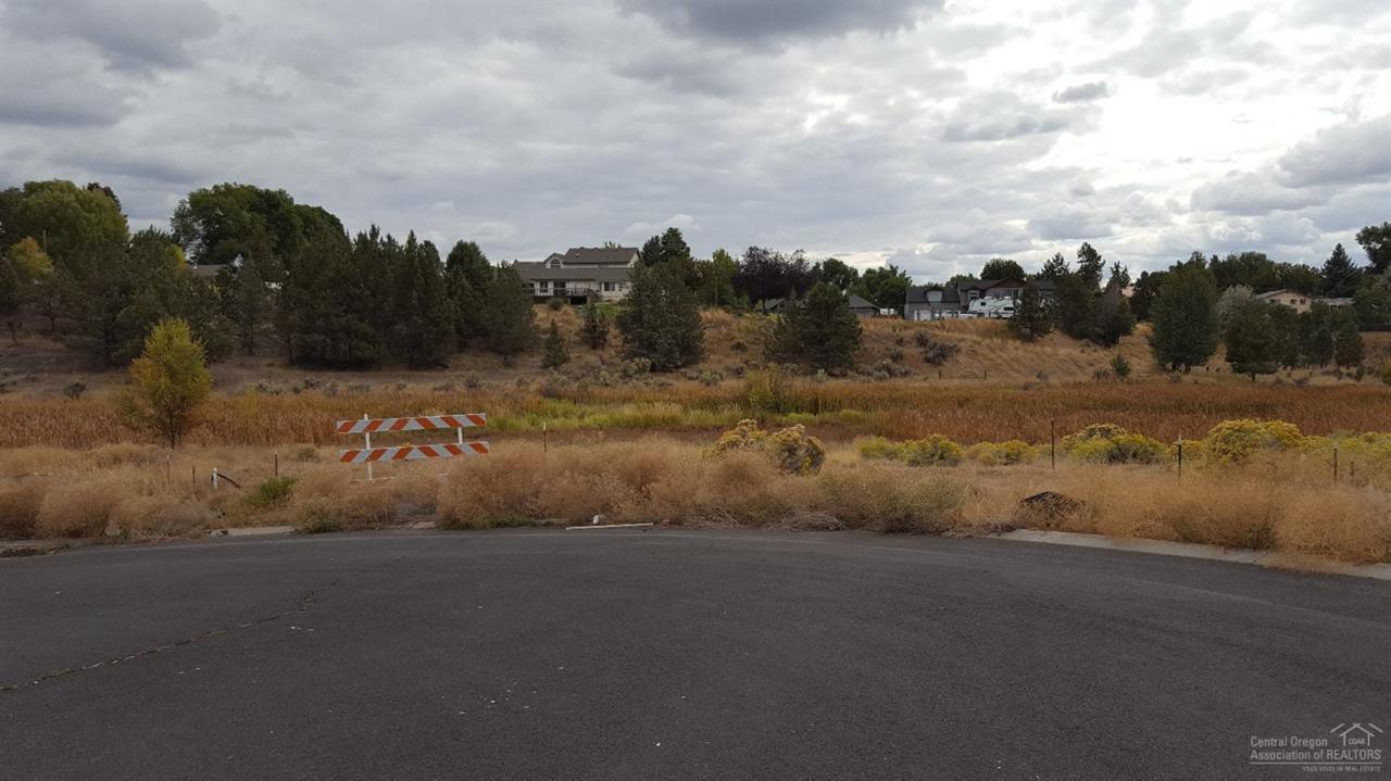 1307 NE Pippen Court, Prineville, OR 97754 (MLS #201609876) :: Birtola Garmyn High Desert Realty