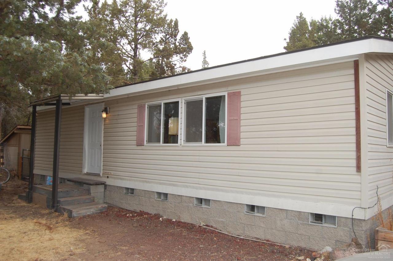 9248 NE Crooked River Drive, Terrebonne, OR 97760 (MLS #201609881) :: Birtola Garmyn High Desert Realty