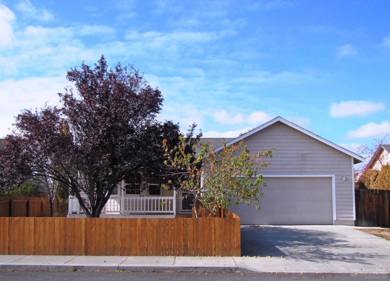 62633 Hawkview Road, Bend, OR 97701 (MLS #201610133) :: Birtola Garmyn High Desert Realty