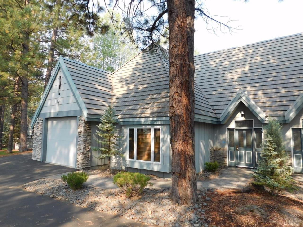36 Stoneridge Townhomes #36, Sunriver, OR 97707 (MLS #201610176) :: Birtola Garmyn High Desert Realty