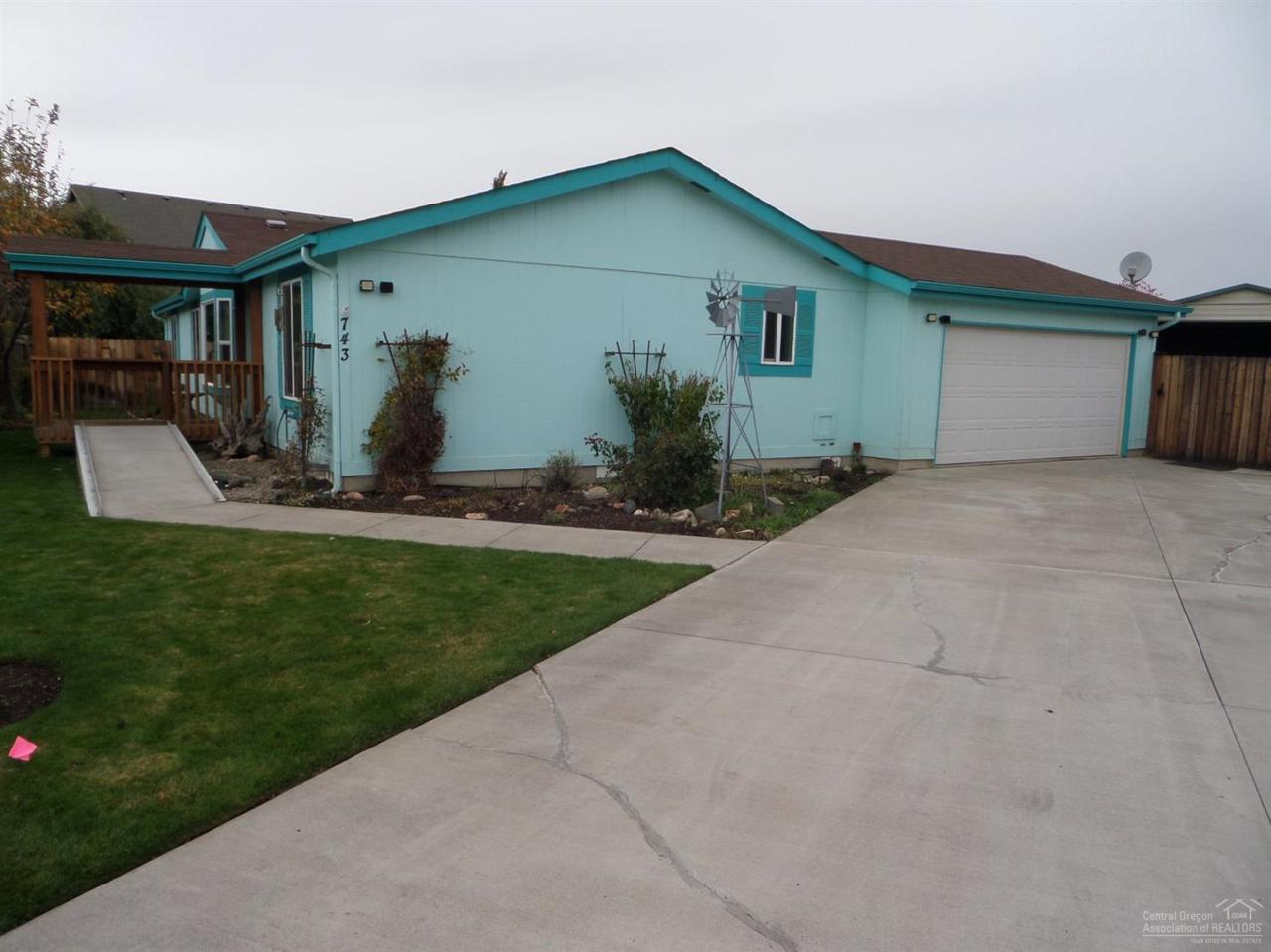 743 NE Navaho Court, Redmond, OR 97756 (MLS #201610273) :: Birtola Garmyn High Desert Realty