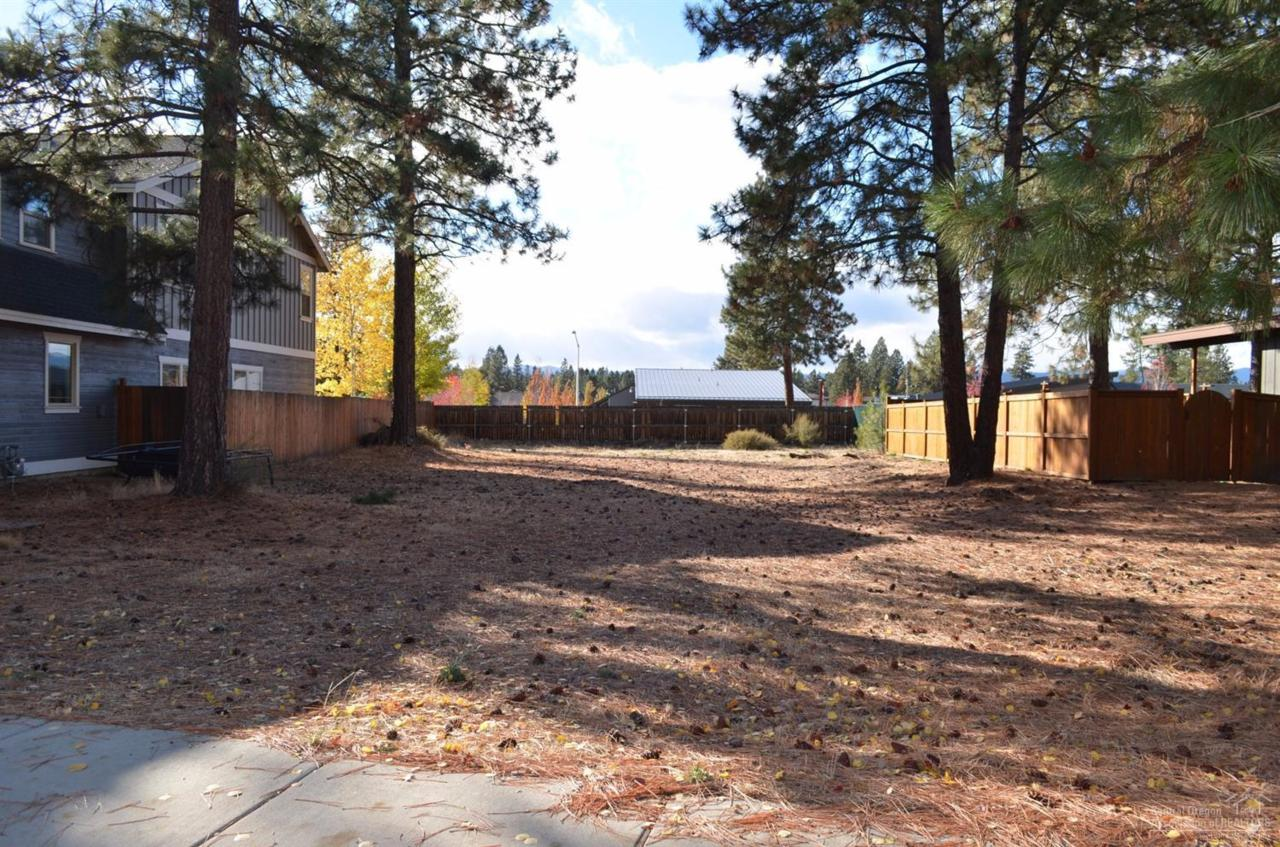 60833 Yellow Leaf Street, Bend, OR 97702 (MLS #201610282) :: Birtola Garmyn High Desert Realty
