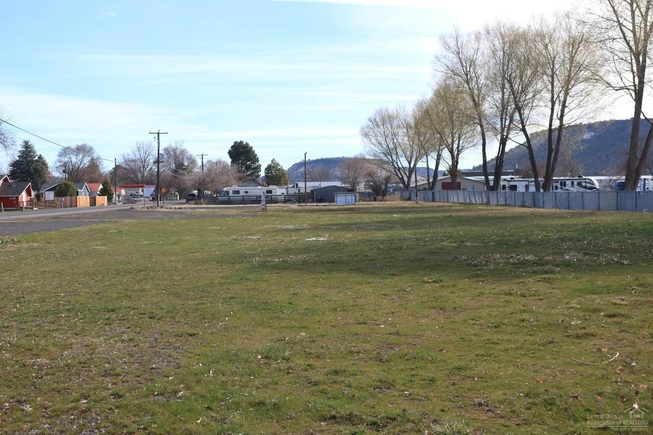 396 Lynn Boulevard - Photo 1