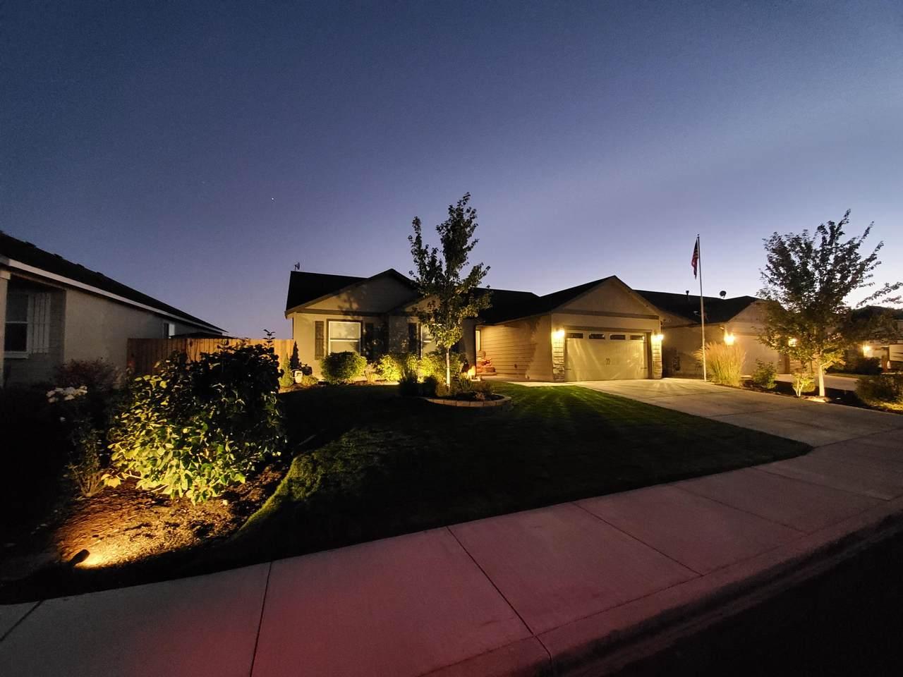 768 Redwood Court - Photo 1