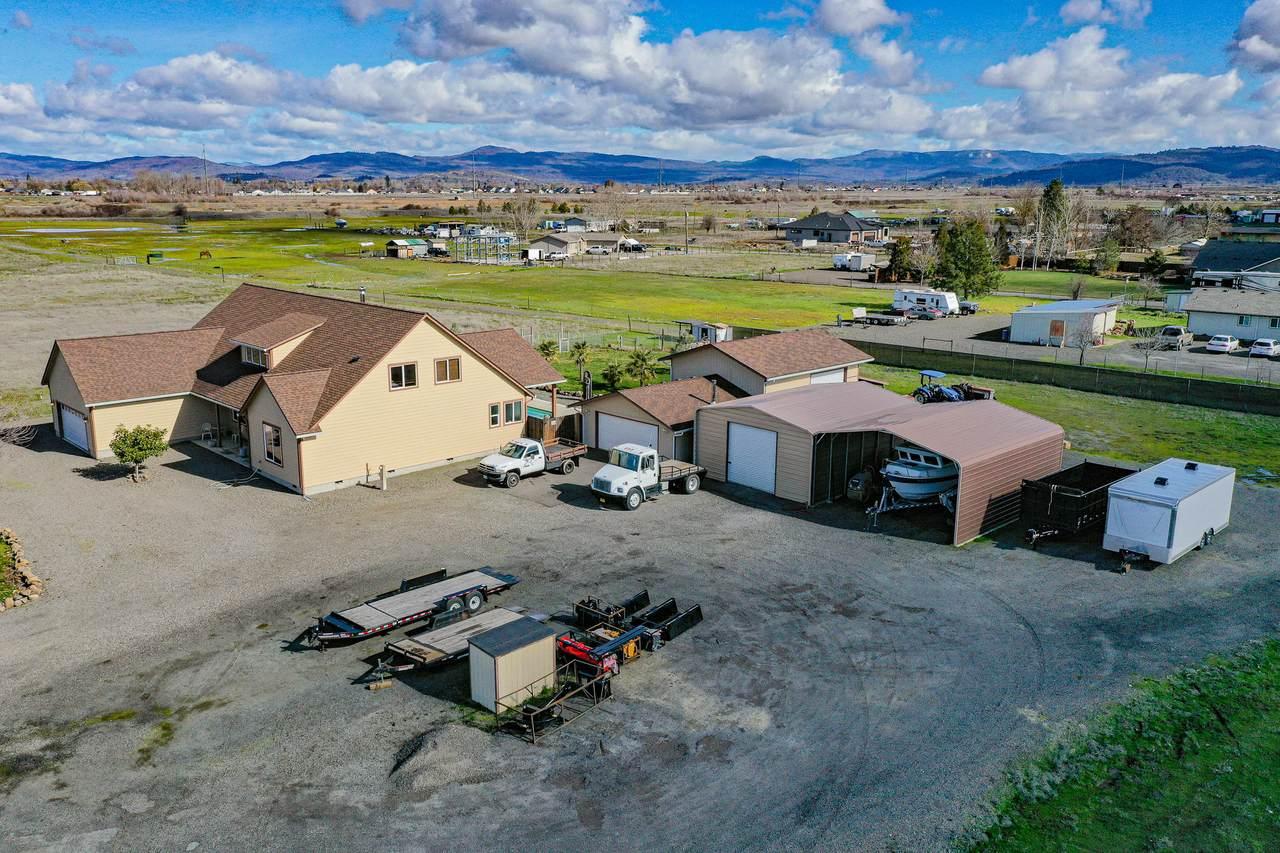 6816 Lakeview Drive - Photo 1