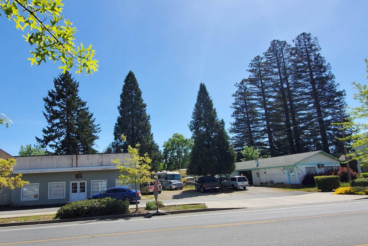 1489-1493 Rogue River Highway - Photo 1