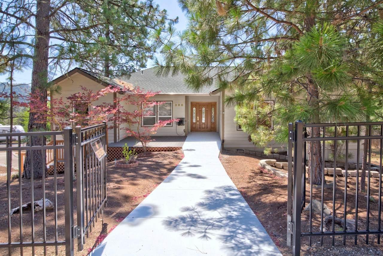 390 Pinetop Terrace - Photo 1