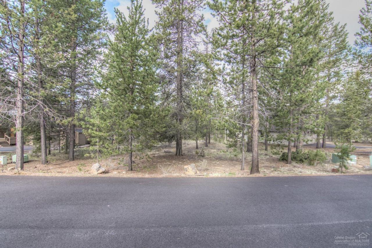 28 Yellow Pine Loop, Sunriver, OR 97707 (MLS #201600263) :: Birtola Garmyn High Desert Realty