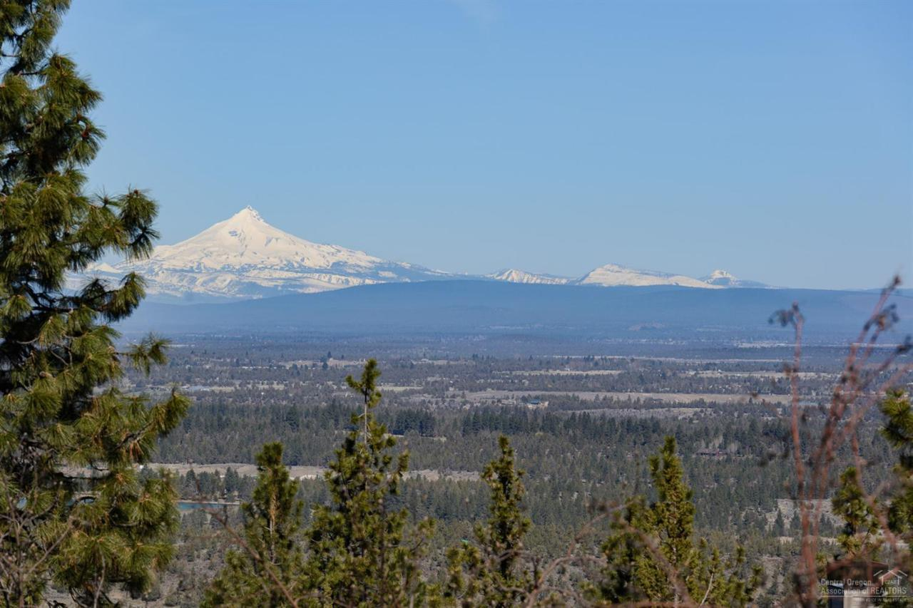 1613 NW Overlook Drive, Bend, OR 97703 (MLS #201602786) :: Birtola Garmyn High Desert Realty