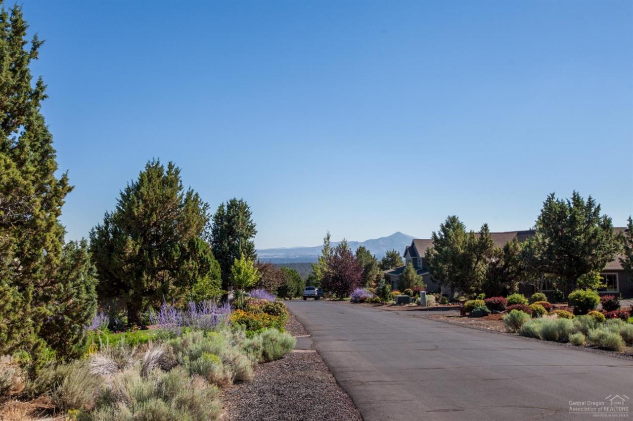 467 Highland Meadow Loop, Redmond, OR 97756 (MLS #201604743) :: Birtola Garmyn High Desert Realty