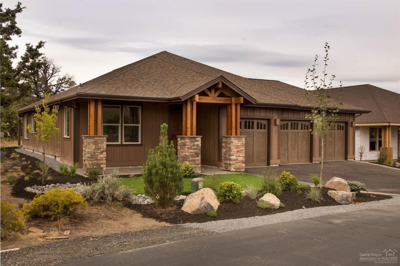 291 Sun Vista Drive, Redmond, OR 97756 (MLS #201608332) :: Birtola Garmyn High Desert Realty