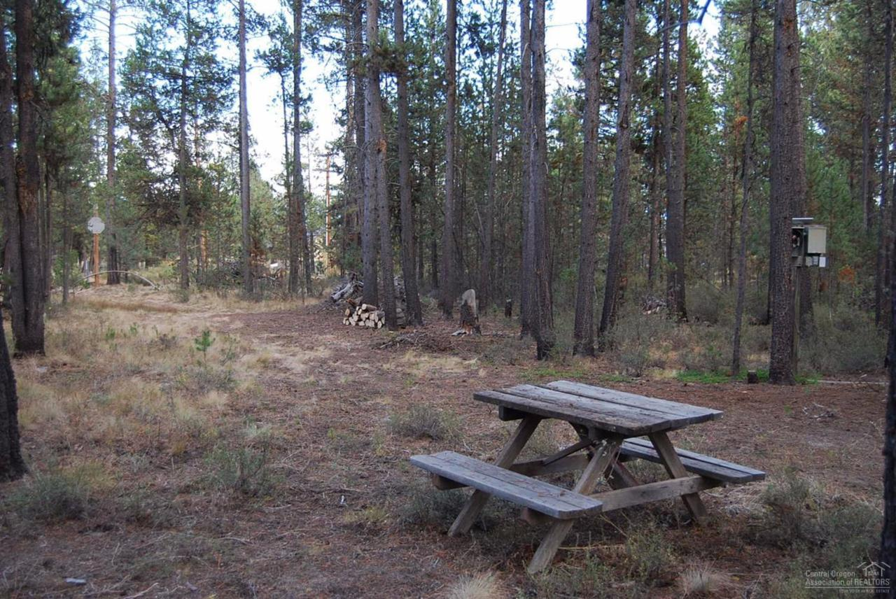 54805 Maple Drive, Bend, OR 97707 (MLS #201609484) :: Birtola Garmyn High Desert Realty