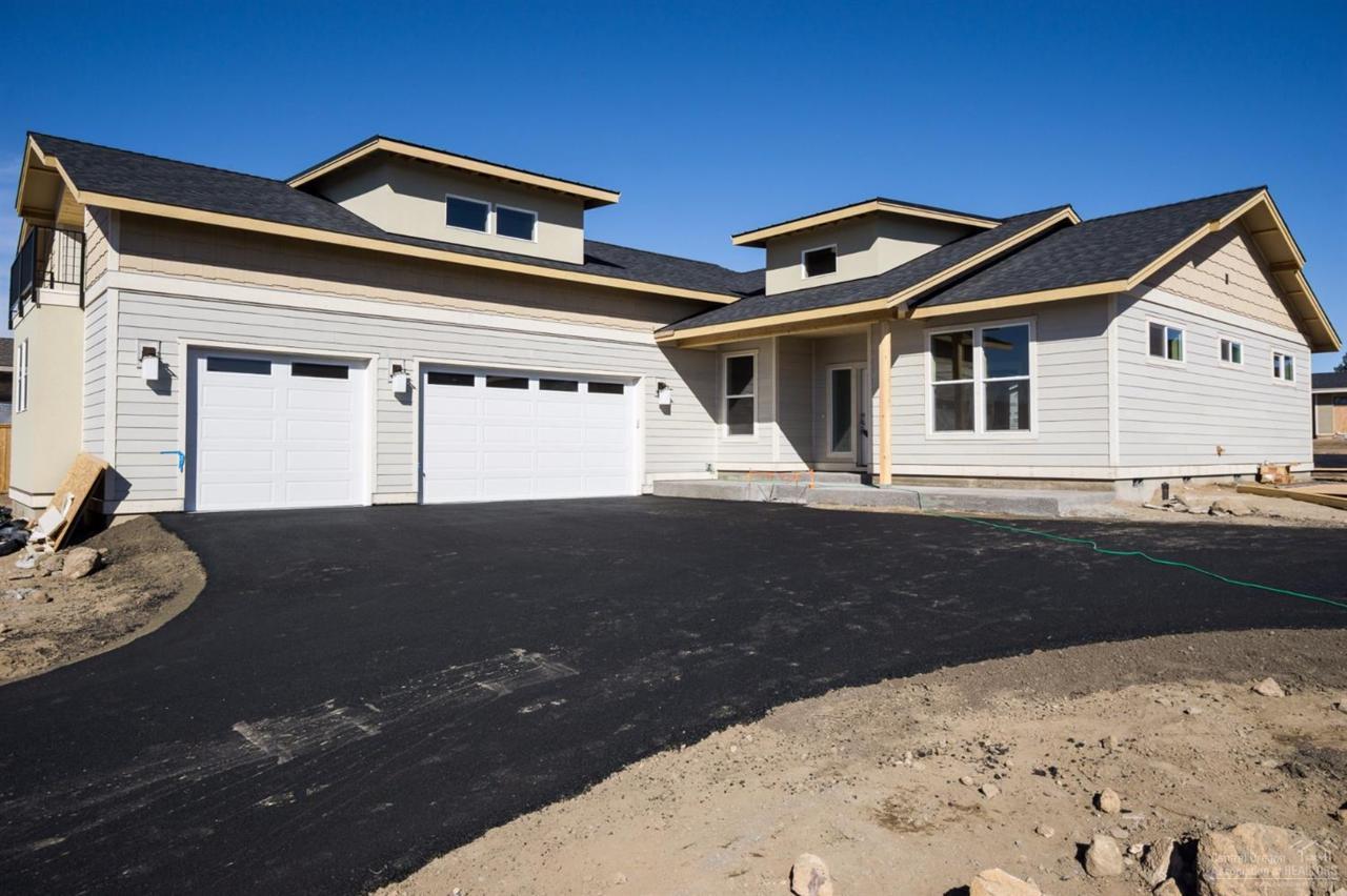 3444 SW 47th Street, Redmond, OR 97756 (MLS #201609579) :: Birtola Garmyn High Desert Realty