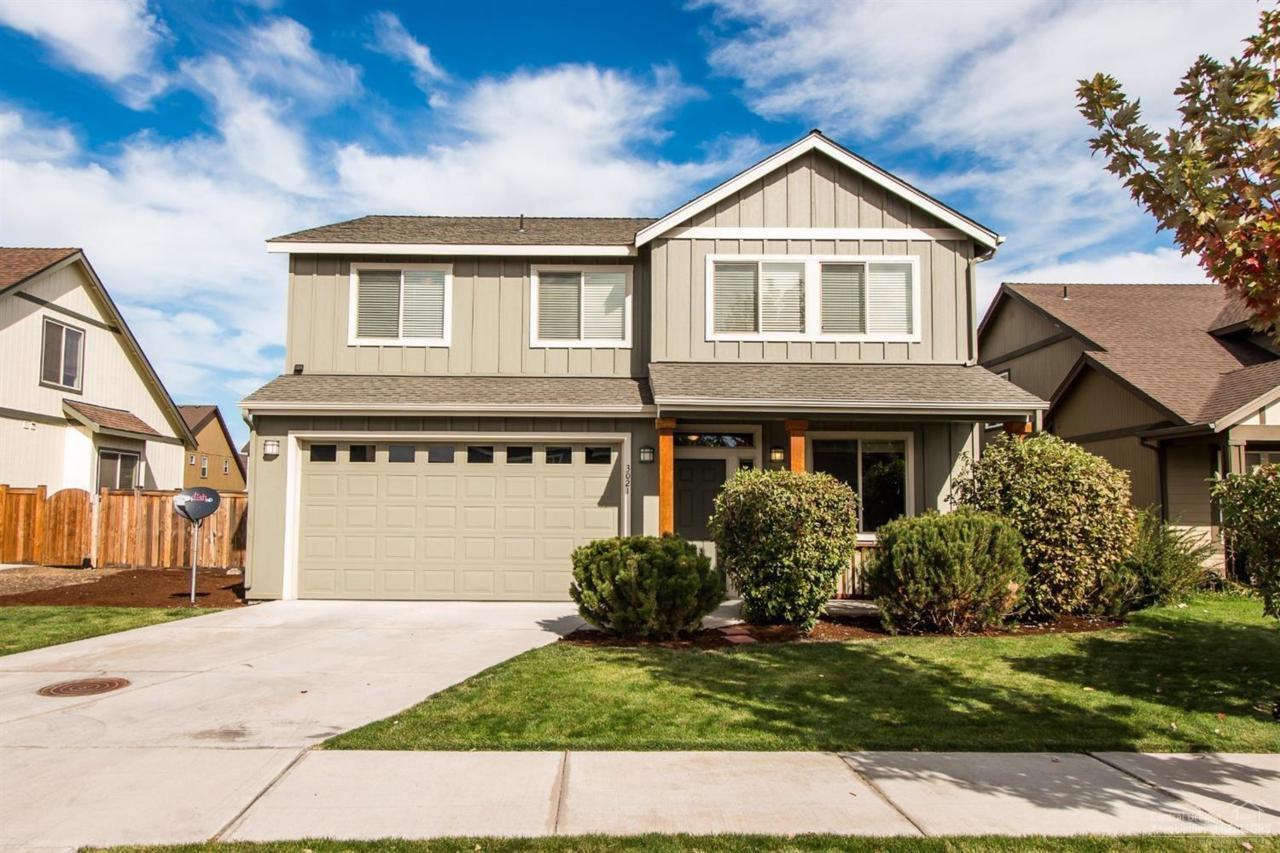 3021 SW Indian Place, Redmond, OR 97756 (MLS #201609778) :: Birtola Garmyn High Desert Realty