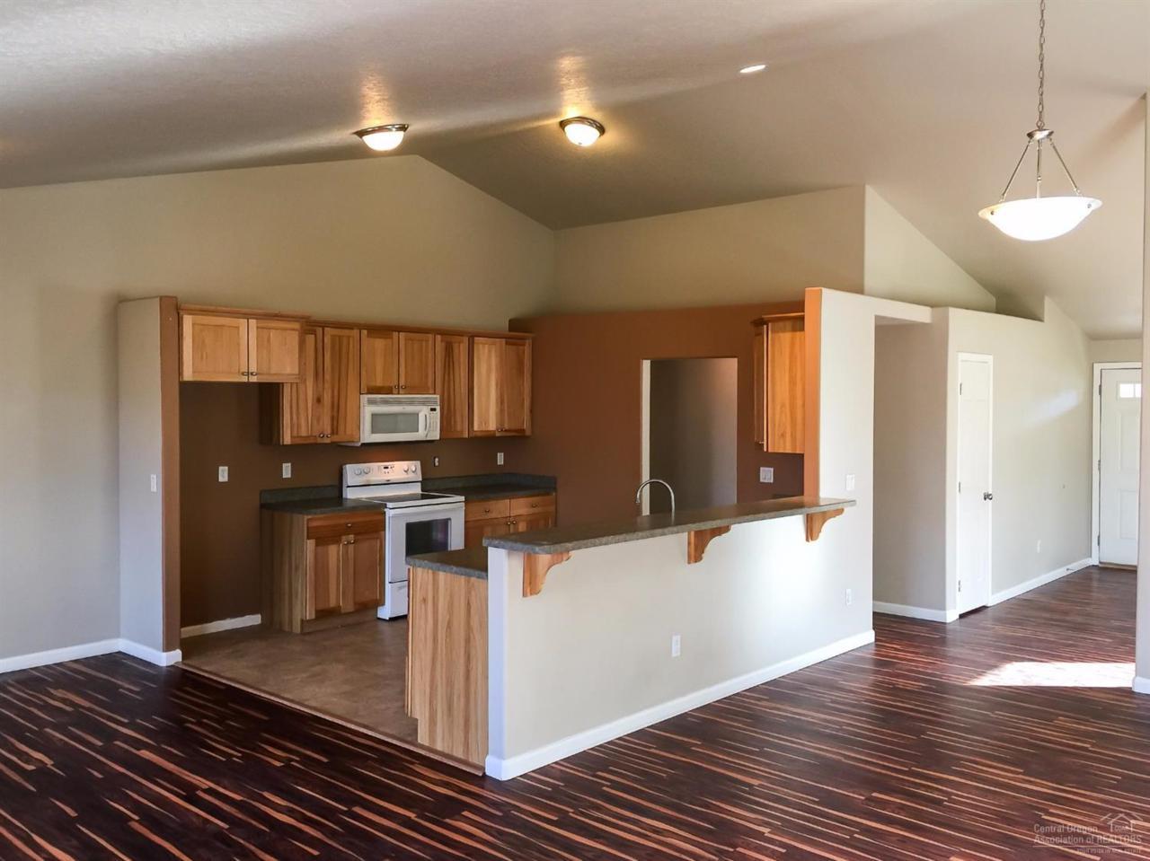 2773 SW Obsidian Lane, Redmond, OR 97756 (MLS #201609982) :: Birtola Garmyn High Desert Realty