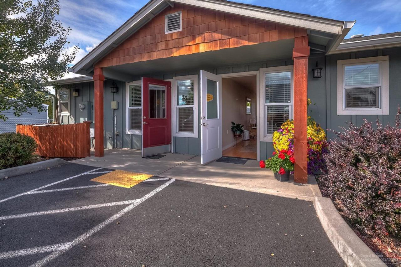 1508 NW 8th Street, Redmond, OR 97756 (MLS #201610136) :: Birtola Garmyn High Desert Realty